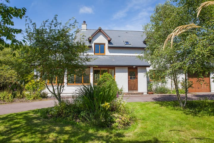 Perfectly situated retreat with stunning gardens