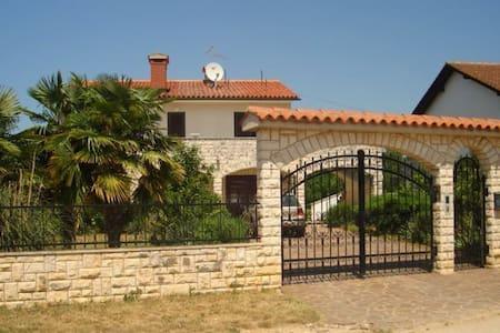 Big house with amazing yard - Haus