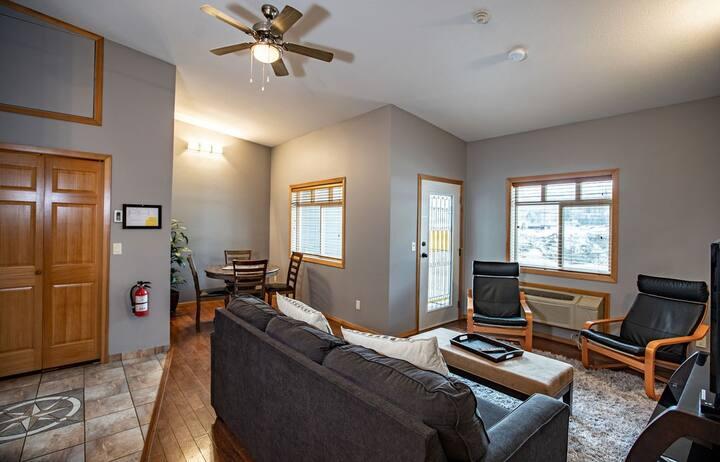 Greenview Retreat Spacious One Bedroom Suite in Revelstoke