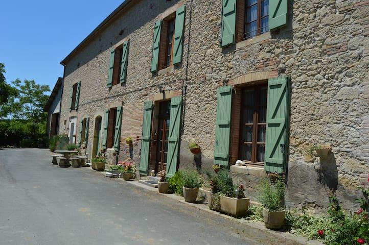 la ferme de roumanieu - Saint-Gauzens