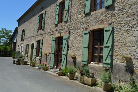 la ferme de roumanieu - Saint-Gauzens - Rumah