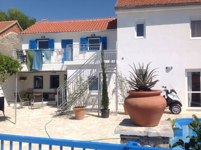 Country house with swimming pool - Skradin - วิลล่า