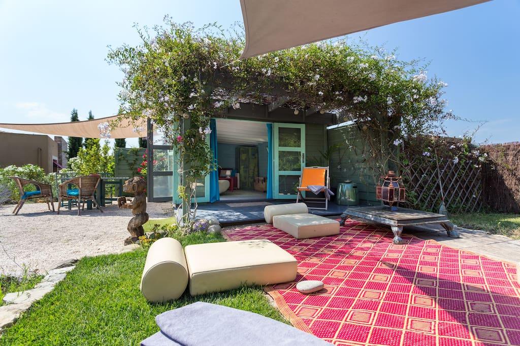 Cabanon eco jardin avec piscine cabanes louer for Le jardin mougins