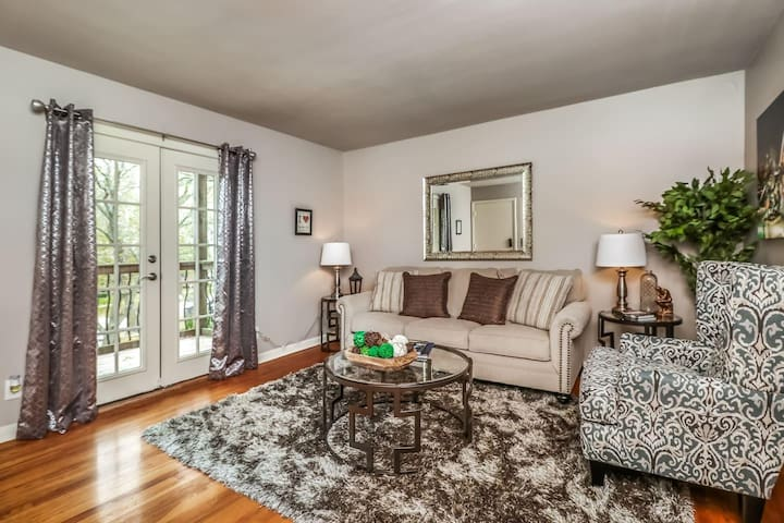 M-2S · 1 BD Plaza Location.  Comfortable, Clean and Private!