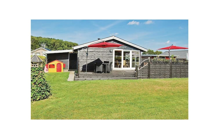 Holiday cottage with 3 bedrooms on 74m² in Bjert