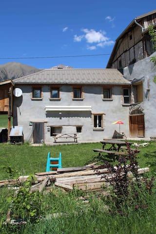 Proche Barcelonnette, maison à Lans - Jausiers - House