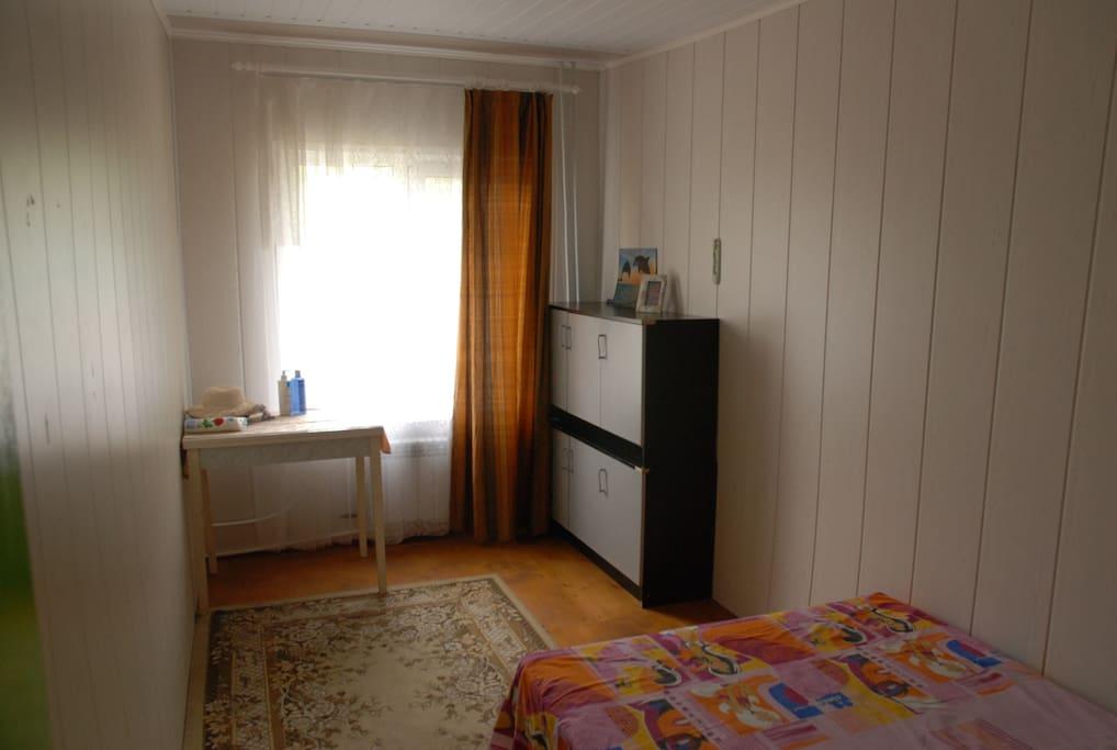 спальная комната на 1-м этаже