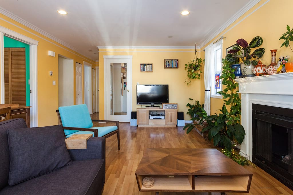 Charming Bright And Convenient 2 Bedroom Suite Houses For Rent In Vancouver British Columbia