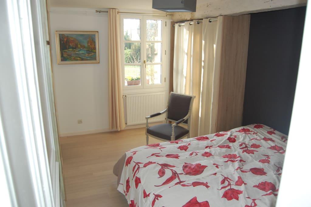 chambre lit double - armoire