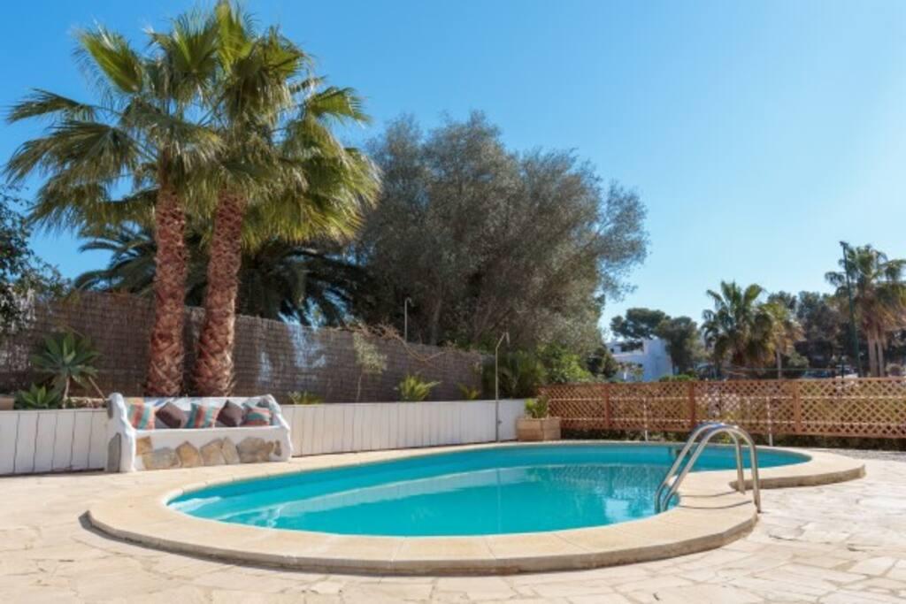 gemeenschappelijk zwembad wordt gedeeld met de 3 overige appartementen