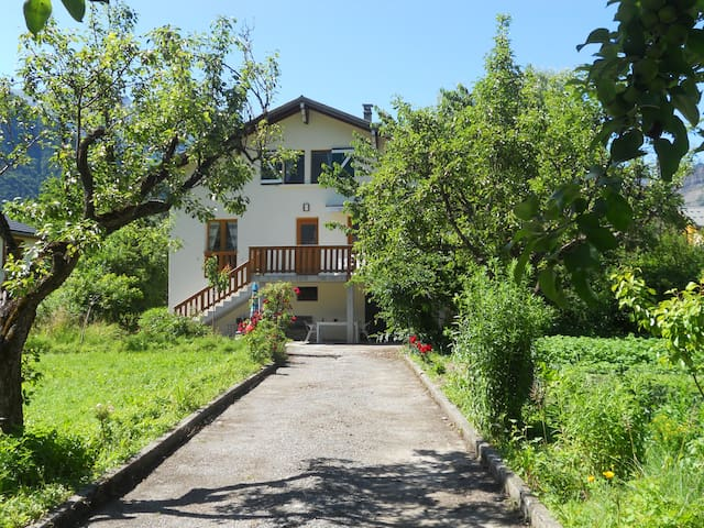 Fantastic house, huge garden - Le Bourg-d'Oisans - House