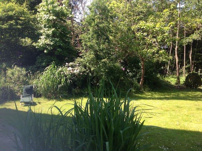Im Zentrum mit traumhaftem Garten - Spenge - House