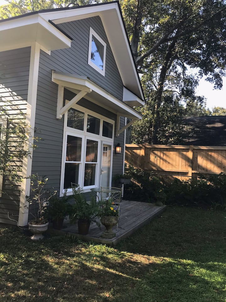 New!2b/2ba Entire cottage between beach & downtown