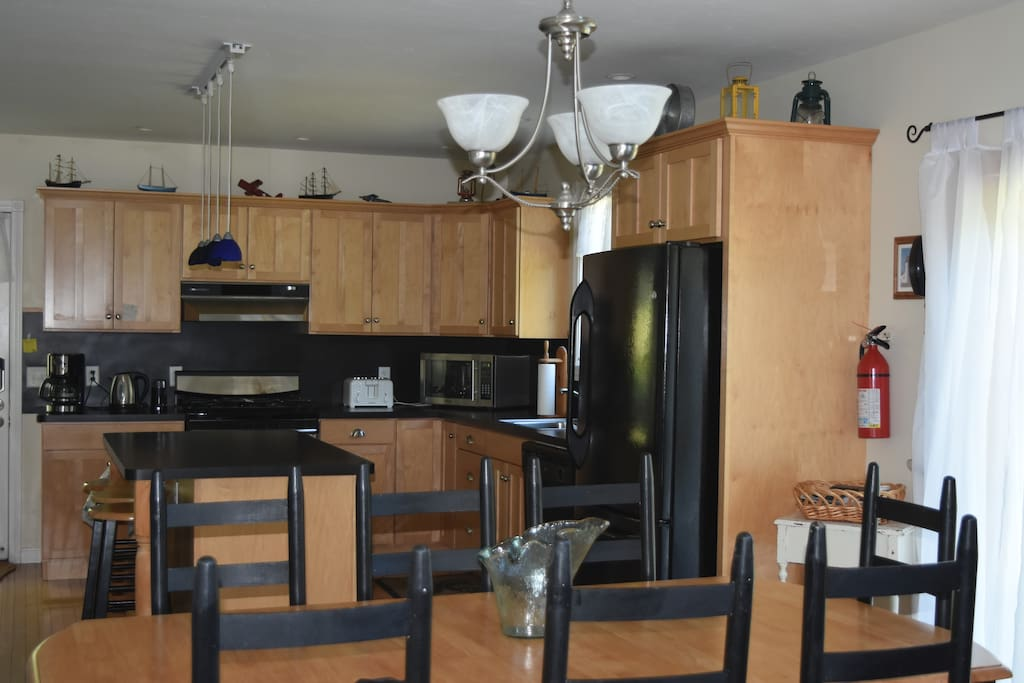 Well Equipped and full Kitchen with all appliances pots pans dishwasher