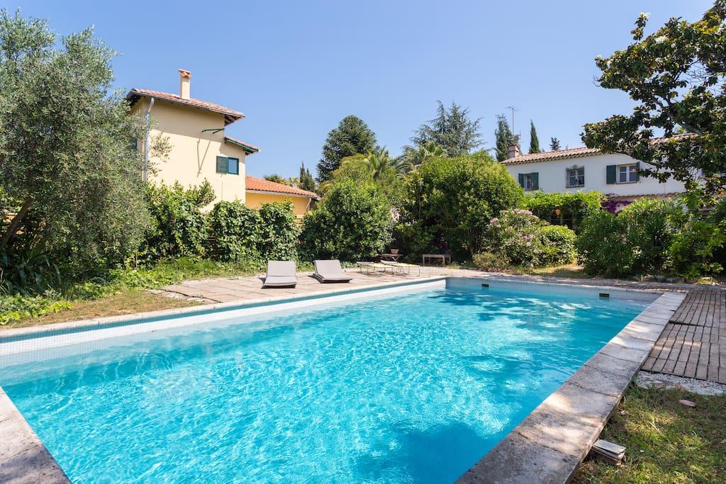 Loft 100m2 dans villa avec piscine partag lofts louer for Location villa cote d azur piscine
