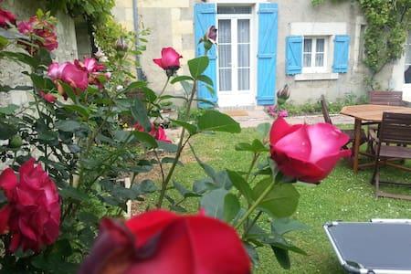 SUITE JAUNE Gite  2/4 pers, vue sur Loire. - Marseilles les Aubigny - Szoba reggelivel