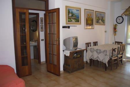 App. pochi passi dal mare Marinella - Marinella di Sarzana - Apartment