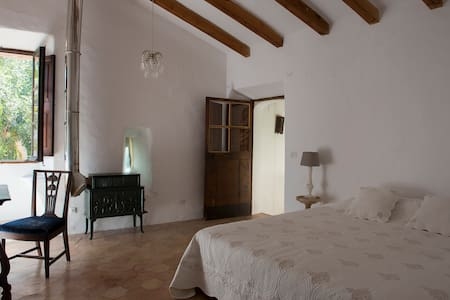 Room in 14th Century Manor House - Deià