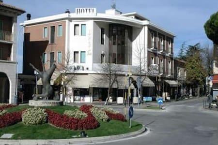 JOLI Bed&Breakfast - Città di San Marino - Bed & Breakfast