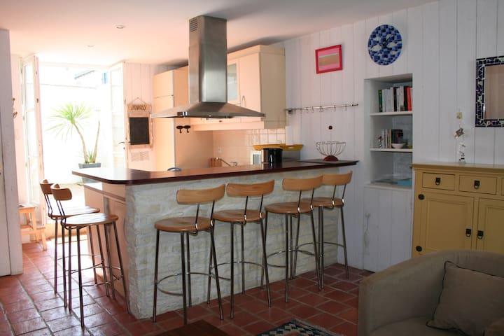 Jolie maison rhétaise rénovée - Saint-Clément-des-Baleines - Casa