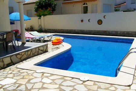 Quiet 6 Guest Villa + priv. Pool.3 Bedrooms + WiFi - レスカラ(L'Escala)