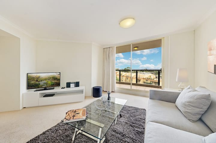 Very Large Executive Apartment - St Leonards CH76