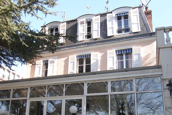 """Belle Chambre d'hôte """"Montmartre"""""""