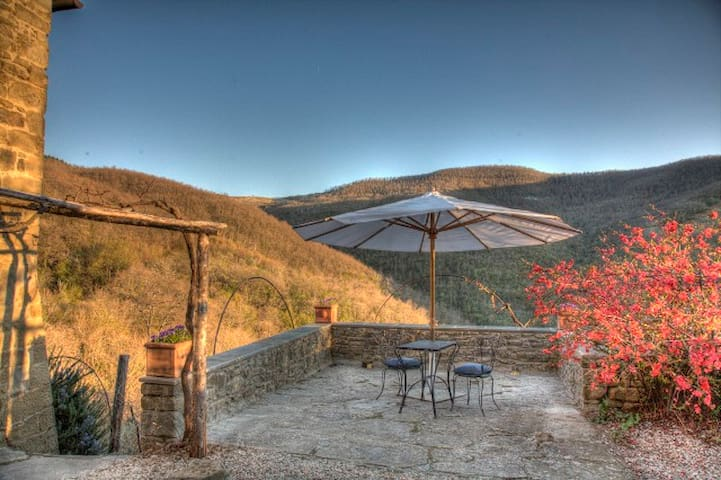Private Cottage with beautiful view near Cortona - Cortona - Apartemen