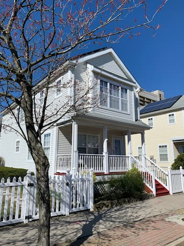 NEW! STEPS FROM BOARDWALK Best Neighborhood in AC!