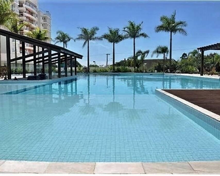 Ótimas piscinas, enormes