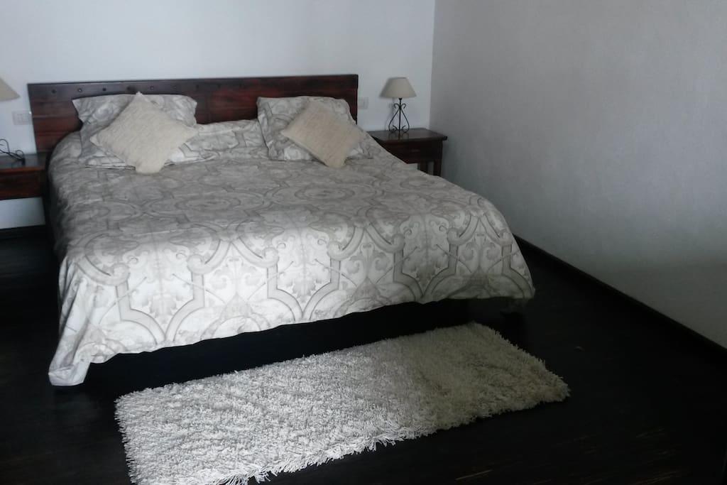 Habitación de matrimonio (cama de 1,80)