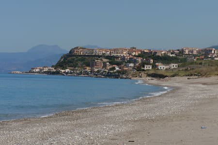 On the beach in undiscovered Italy - San Lucido - Apartment