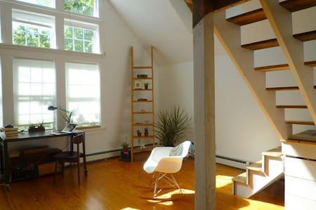 Sunny Hudson Valley Lake Escape - Hudson - House