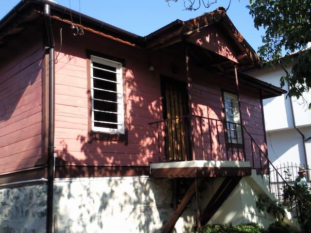 Maison dans village au bord de mer - Velika - Casa
