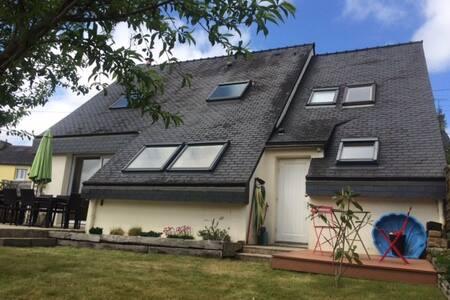 Maison contemporaine avec jardin - Kemper - Casa