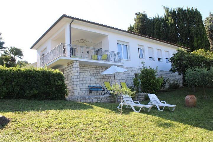 Villa con terrazzo e giardino - Villaggio Taunus - Villa