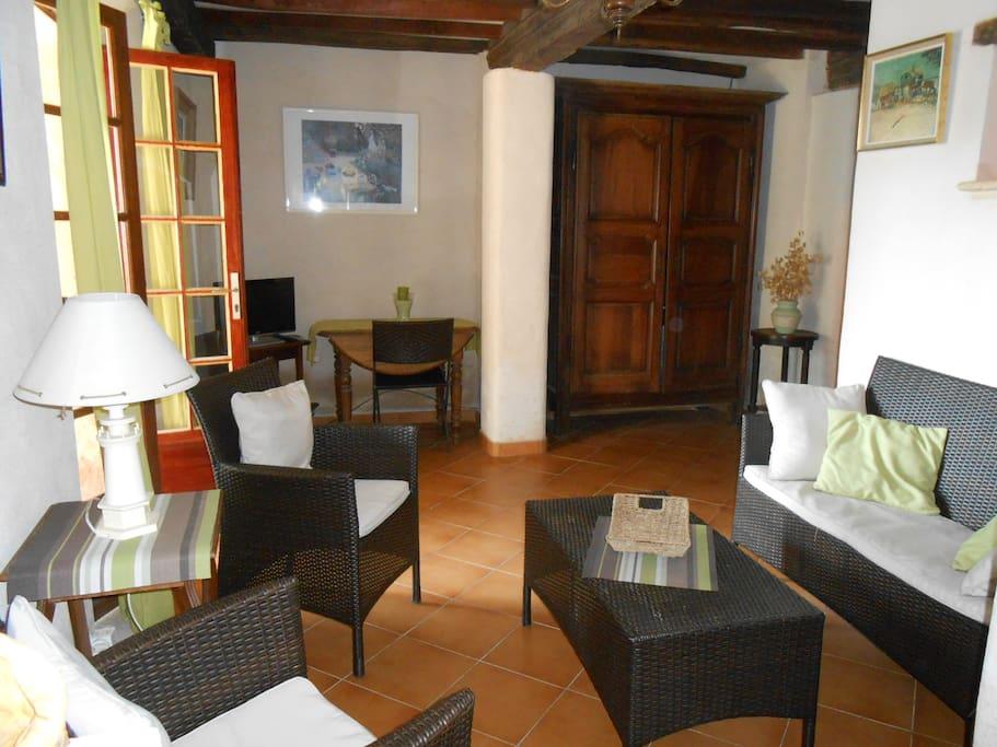 Rez de jardin dans beau domaine apartments for rent in for Beau jardin apartments reviews