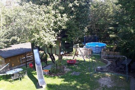 Fewo-Blick in den Garten - Schlaf-und Kinderzimmer