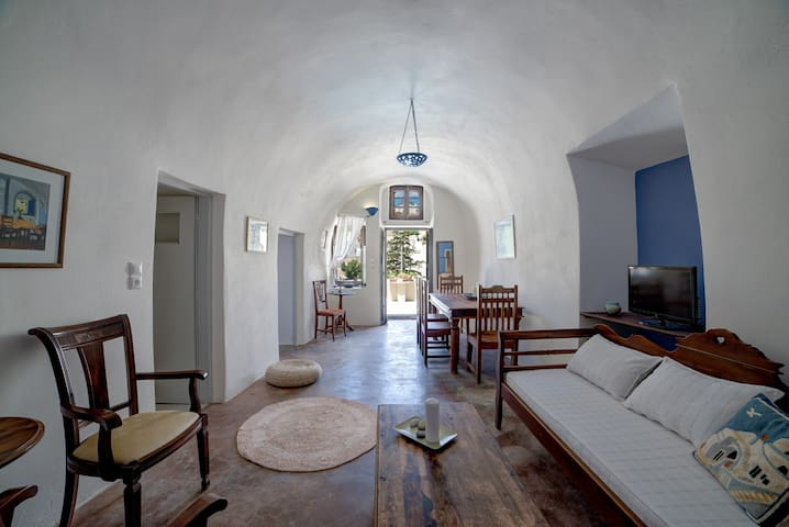 Santorini Traditional Cave House - Vothonas - Kondominium