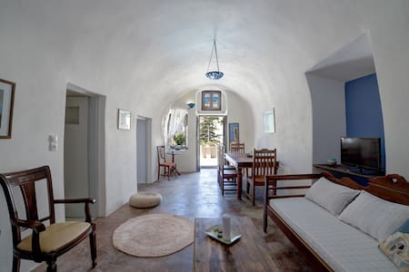 Santorini Traditional Cave House - Vothonas