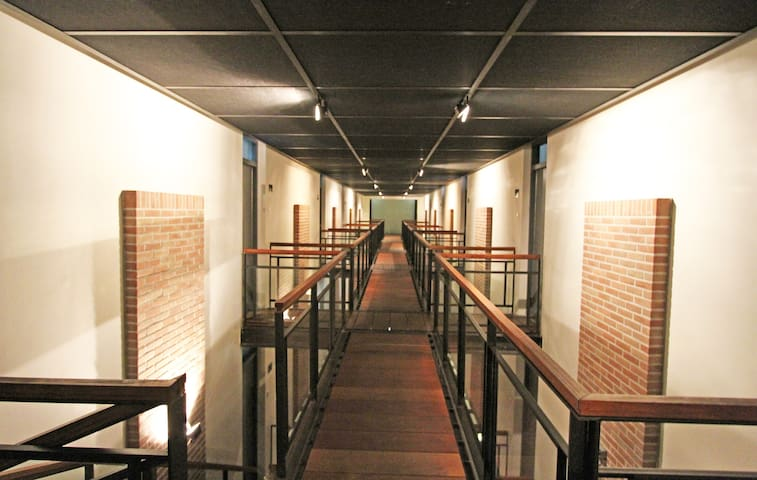 Hallway (3rd floor)