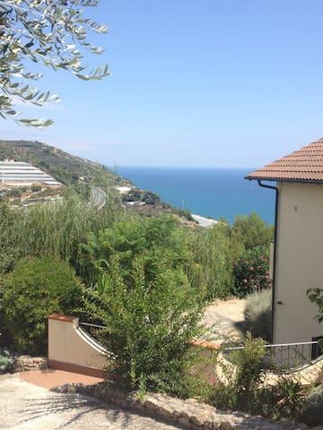 Piccolo appartamento vista mare - San Lorenzo al Mare - Leilighet