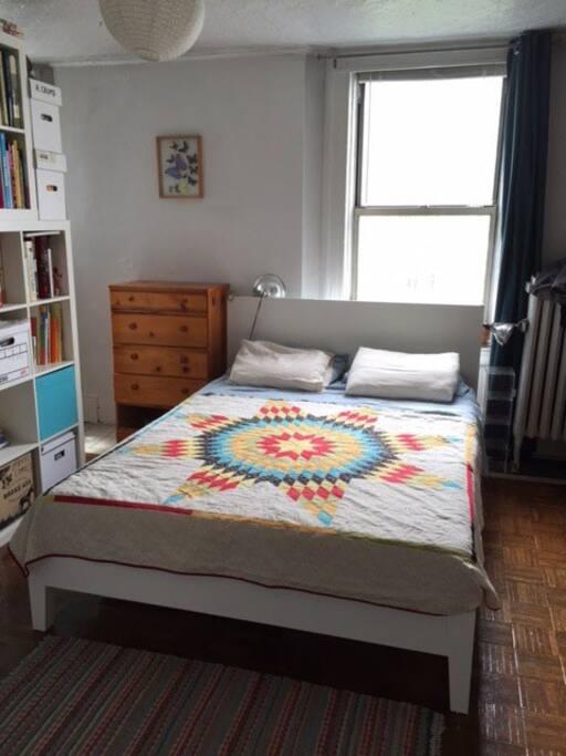 Bedroom with queen size bed