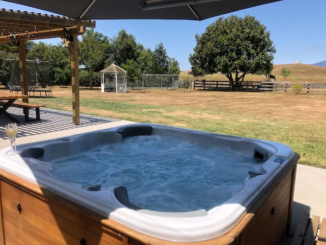 Rural retreat; easy commute from the city & raglan