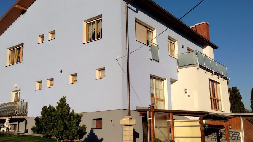 Wohneinheit in Zweifamilienhaus - Sieghartskirchen - Byt
