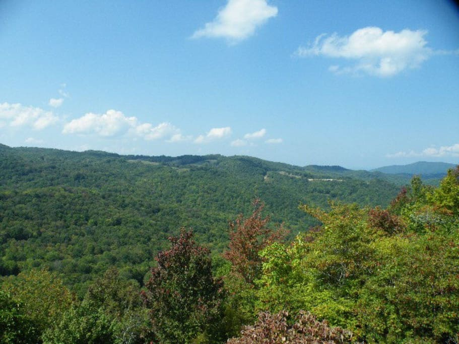 Long range mountain views year round!