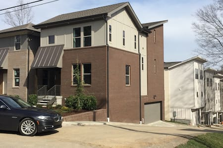 Blocks From Broadway, New home - Nashville - Maison