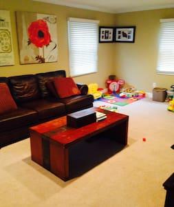 Bedroom in 4 bedroom house - Willingboro - Dom