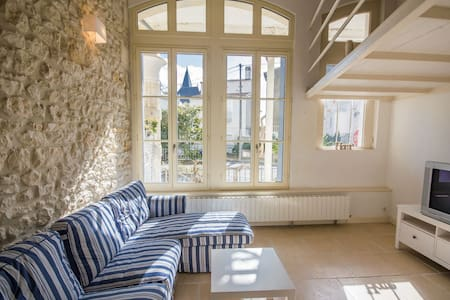 Villa Belle Epoque spacieuse standing 80 m plage - Royan - วิลล่า
