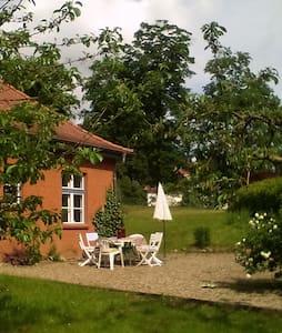 Grosse Wohnung mitten im Grünen - House